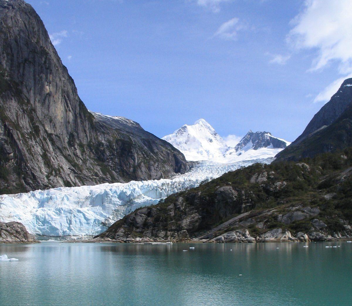 TDF-Glacier-Between-Mountains-Seno-Almiratazgo-5-27-20