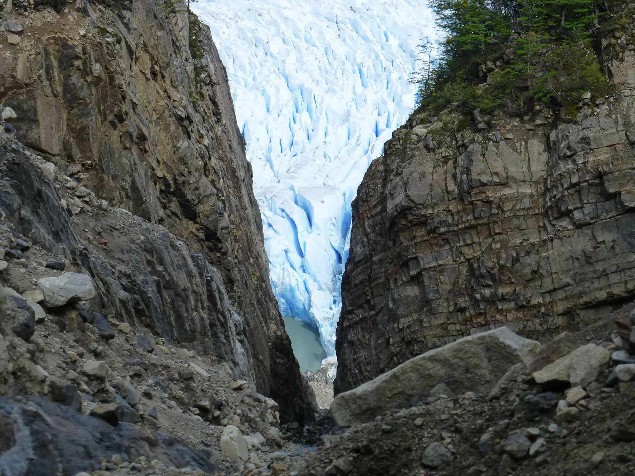 TDF-Glacier-Between-Rocks-6-23-20